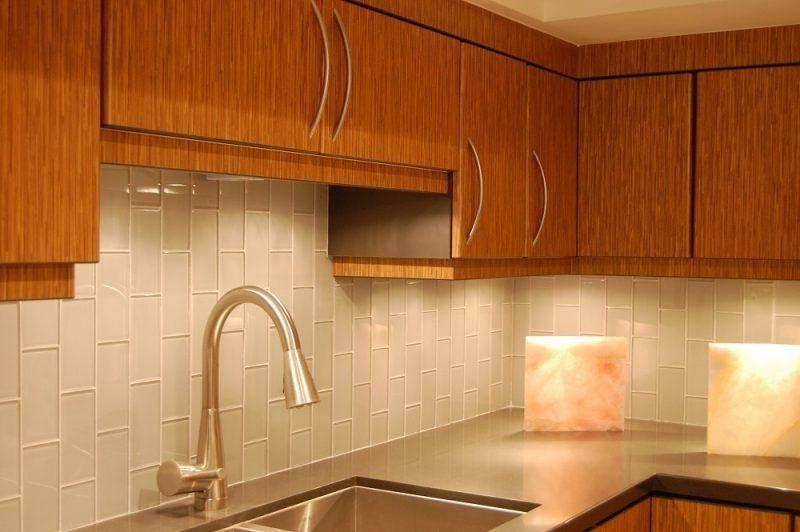 Технология укладки кухонного фартука из плитки на стене и по углам