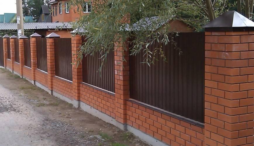 Кирпичный забор: виды, варианты кладки, пошаговая инструкция возведения