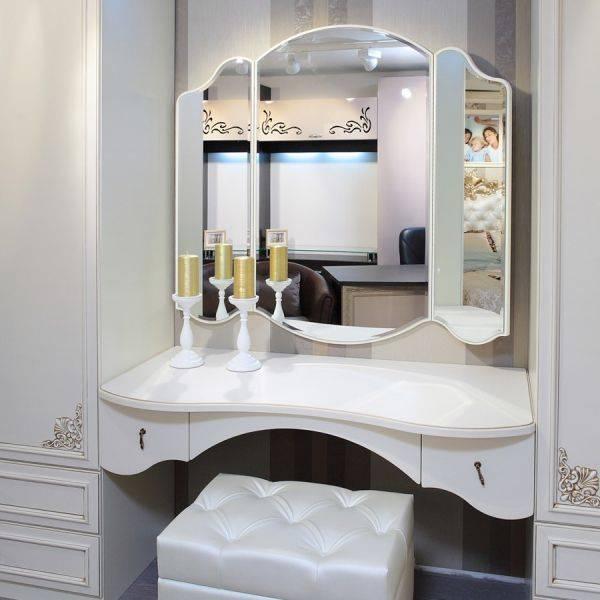 Туалетные столики с зеркалом для спальни (59 фото): угловой косметический, модели от «икеа»в интерьере маленькой спальни