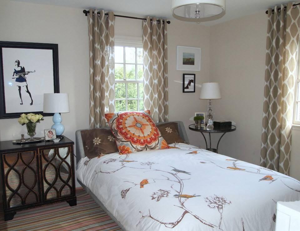 Гостиная с двумя окнами, дизайн и оформление - фото примеров