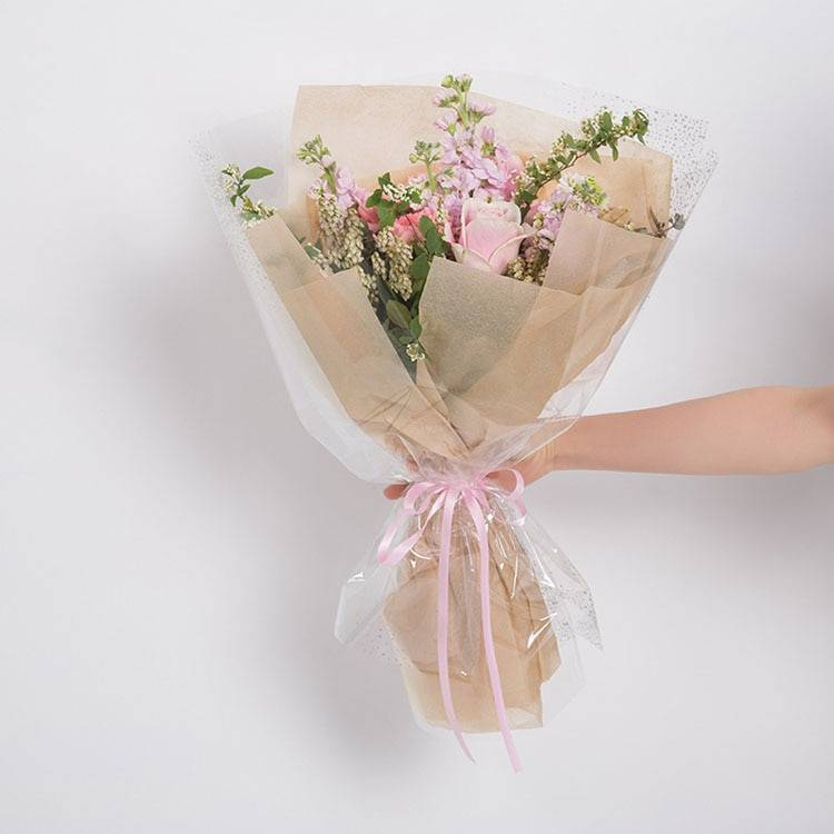 Как собрать букет из живых цветов в коробке