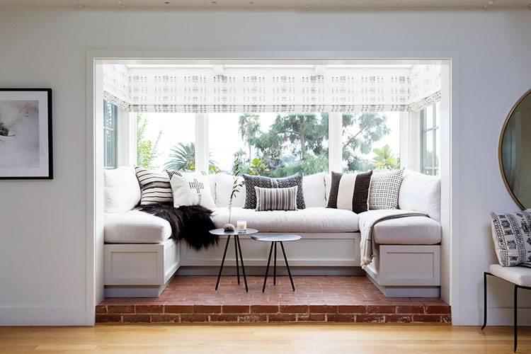 Расстановка мебели в гостиной — описание лучших интерьерных решений и особенности размещения элементов интереьра