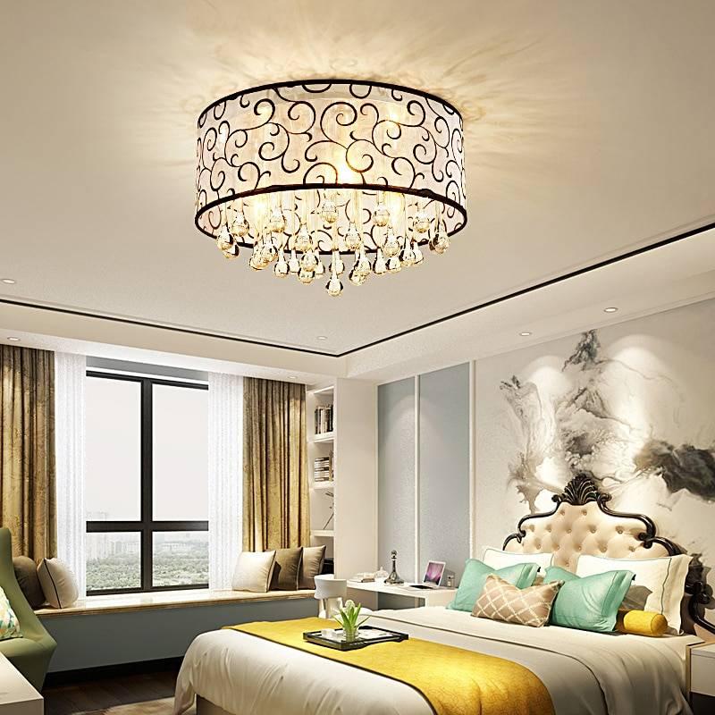 Освещение в спальне с натяжными потолками с люстрой и без, бра над кроватью - 16 фото