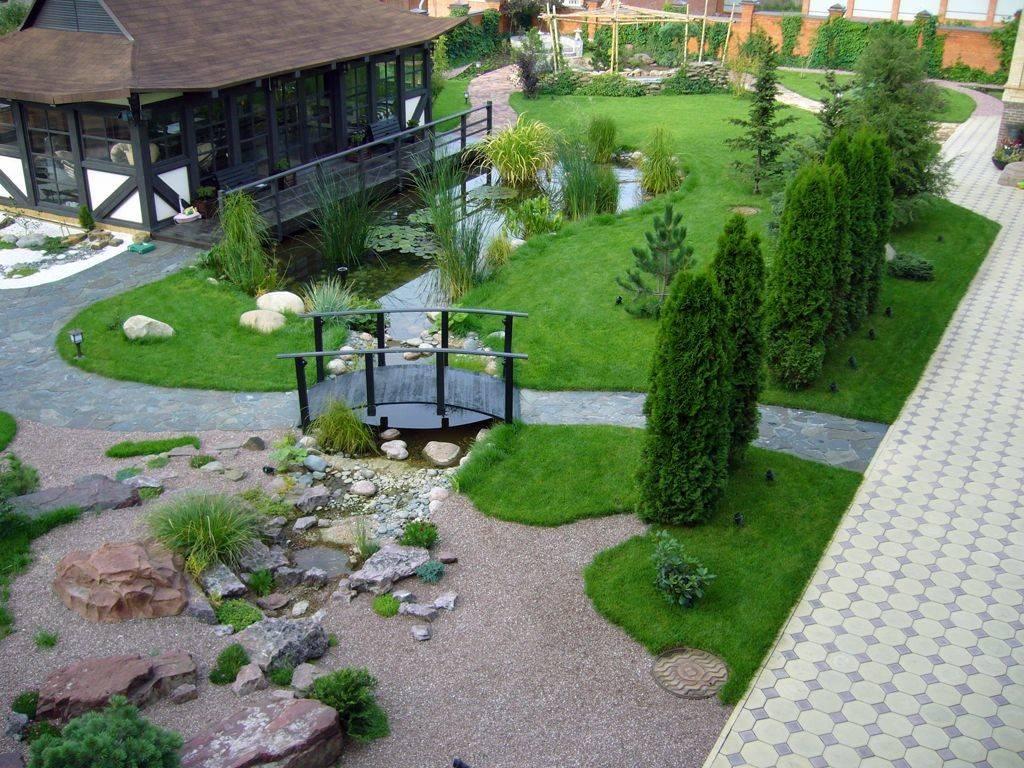 Участок на склоне: вариант благоустройства, планировка ландшафтного дизайна, многоуровневый участок с уклоном, дача с цветником  - 41 фото