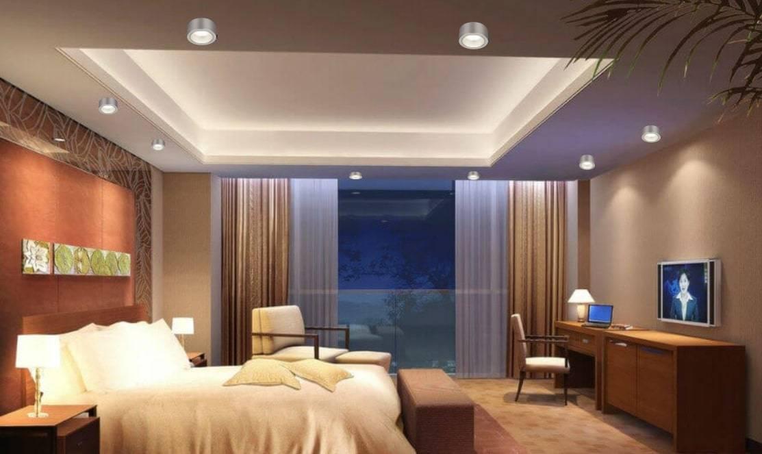 Выбор светильника и люстры для спальни с натяжным потолком