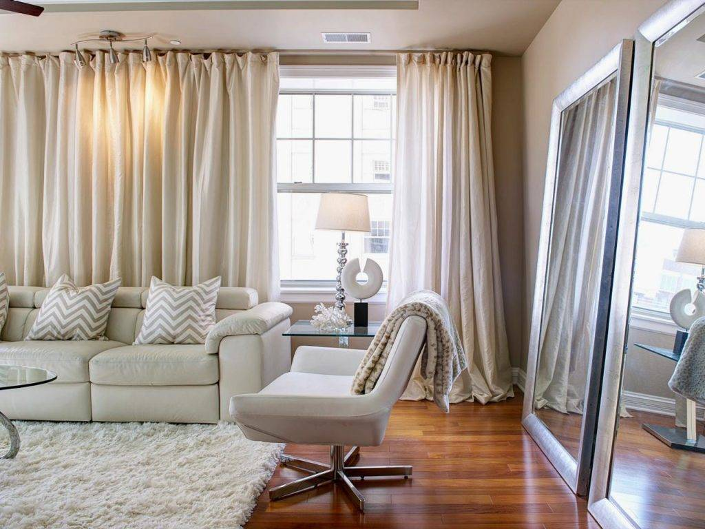 Советы и рекомендации по оформлению окон в интерьере гостиных комнат