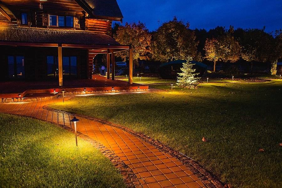Варианты освещения загородного дома и дачного участка