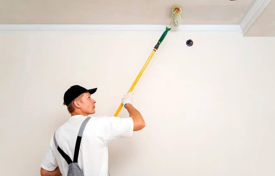 Как, наконец, избавиться от проплешин и пятен при покраске потолка? простой способ!