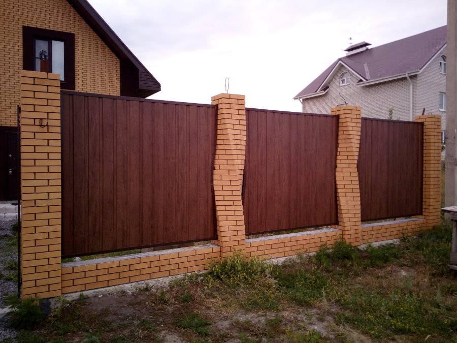Забор из профнастила и кирпича своими руками – подробное описание всех монтажных работ
