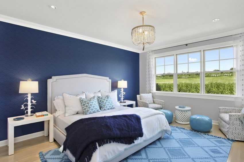 Дизайн спальной комнаты в синем цвете с фото