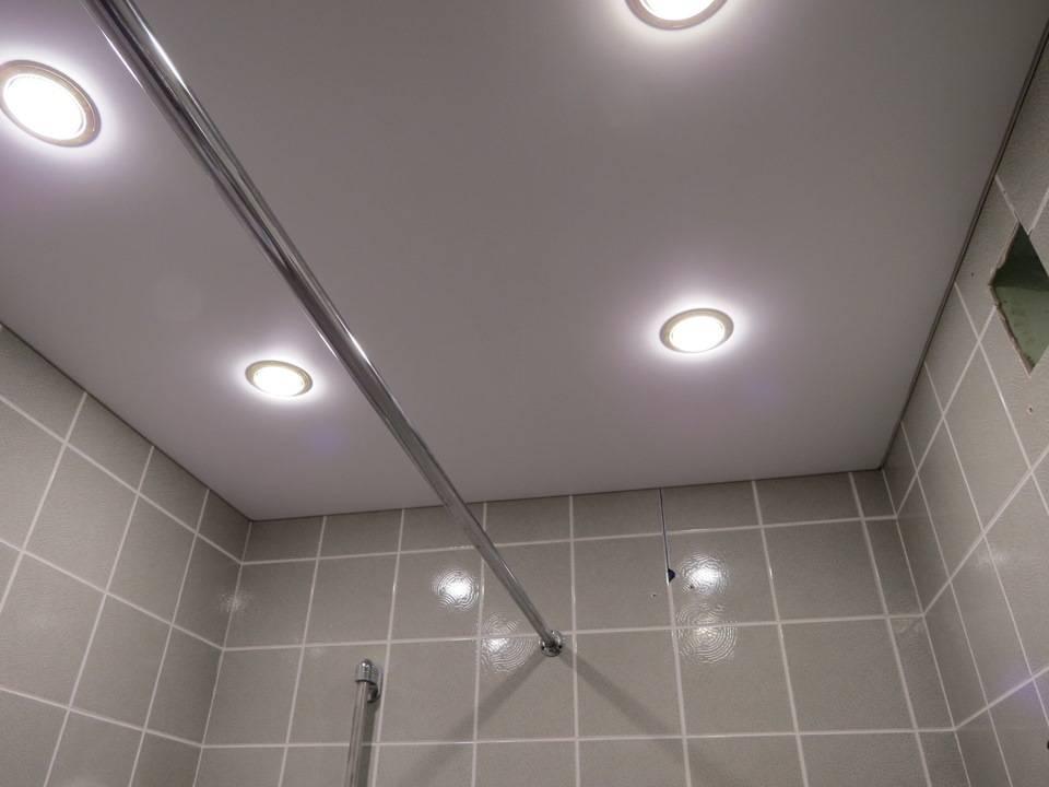 Расположение точечных светильников на натяжном потолке
