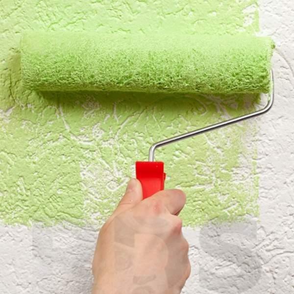 Можно ли и как красить обои на флизелиновой основе: плюсы и минусы покраски