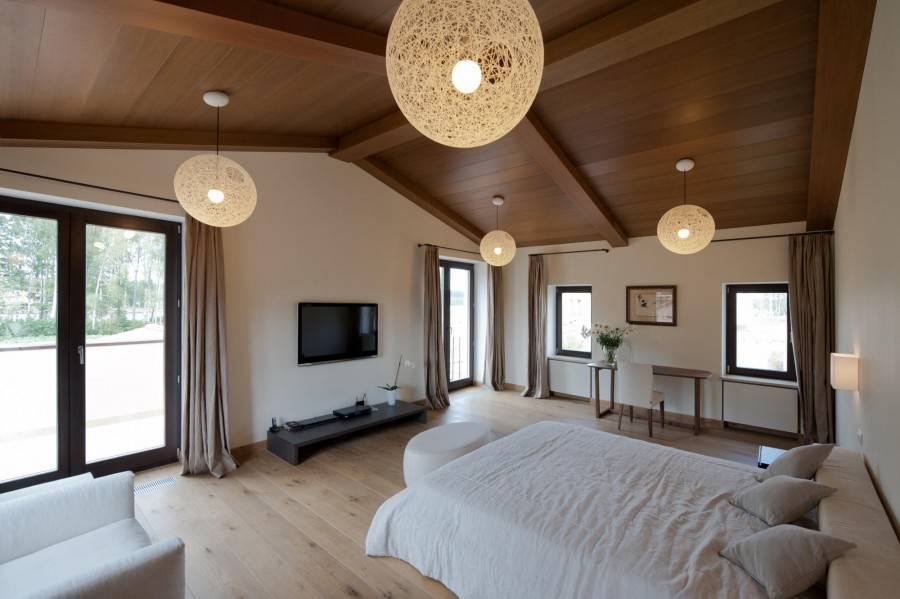 Оформление интерьера спальни: классический стиль и современный, фото удачного дизайна интерьера спальни, выбор мебели, обоев, штор, стиля для маленькой квартиры