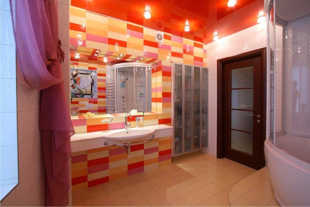 Натяжной потолок в ванной комнате: плюсы и минусы, а также нюансы выбора | дневники ремонта obustroeno.club
