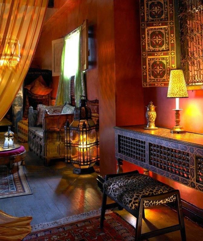 Гостиные в восточном стиле (55 фото): особенности оформления и варианты дизайна интерьера для зала