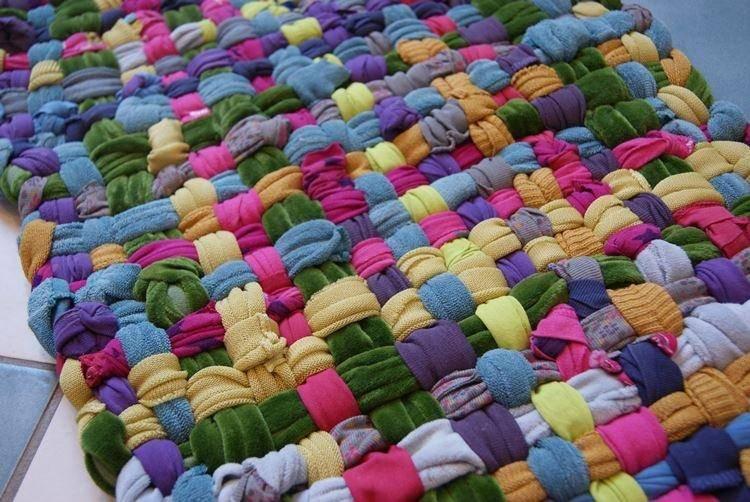 Как сделать коврик своими руками: подробная инструкция как и из чего сделать напольный коврик (95 фото + видео)