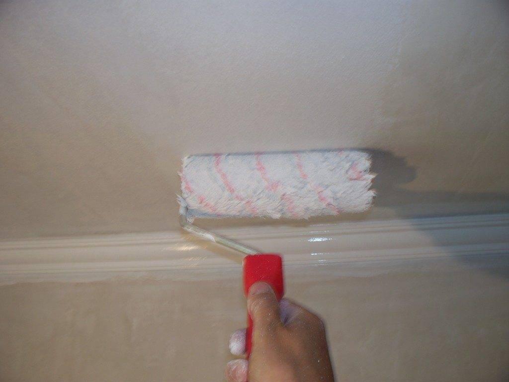 Как и чем покрасить потолочную плитку