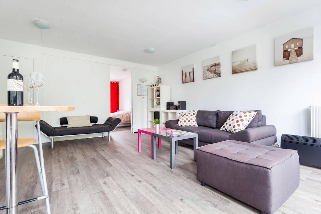 Паркет в интерьере квартиры: 70 избранных фото и идей