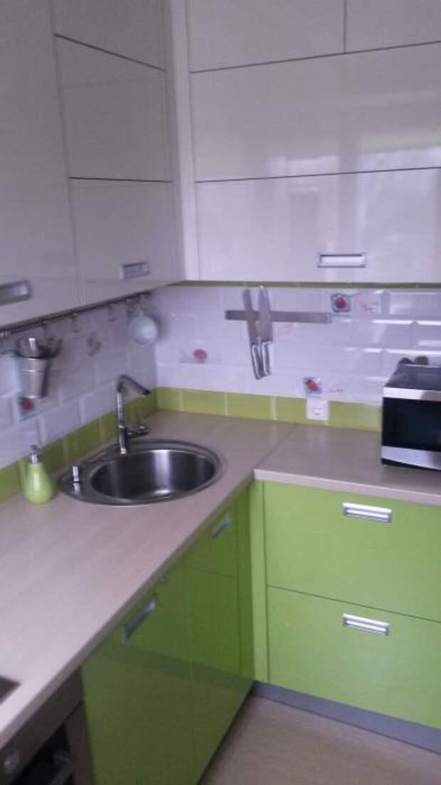 Угловые кухонные гарнитуры для маленькой кухни (45 фото): видео-инструкция по установке своими руками, фото и цена