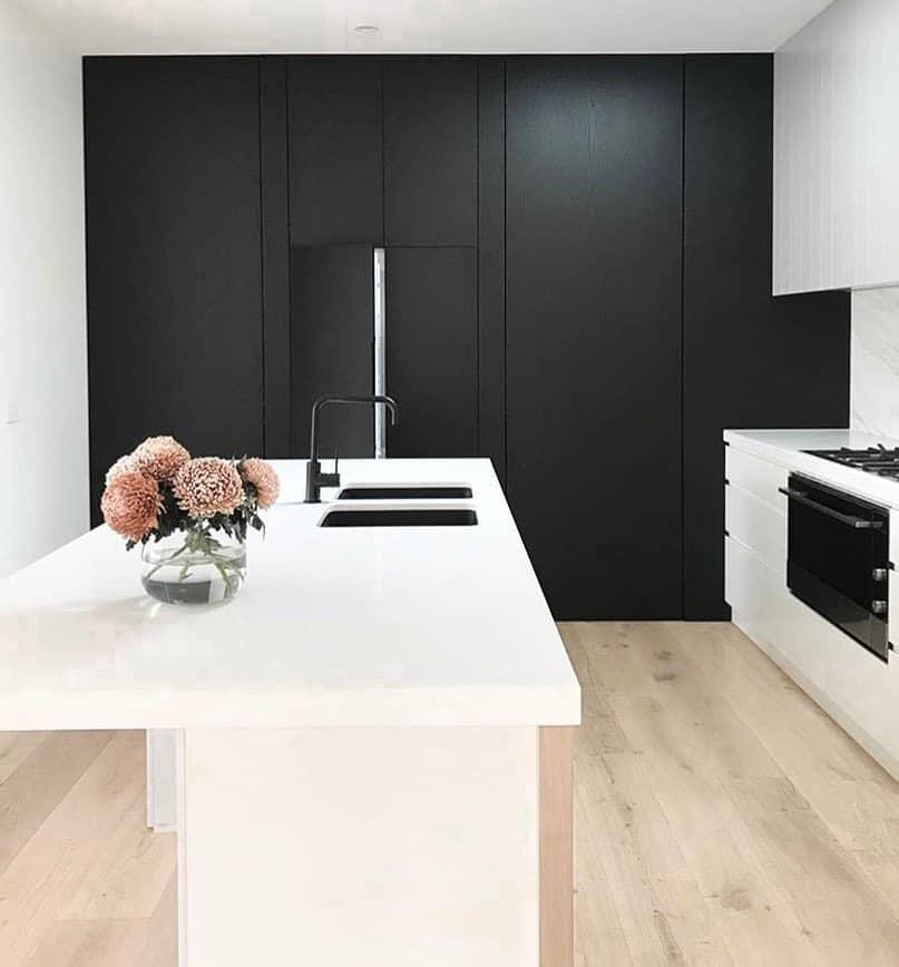 Интерьер кухни в минималистическом стиле