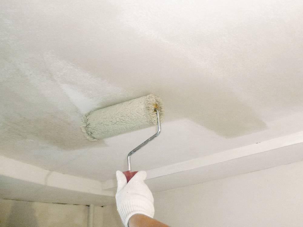 Как правильно перекрасить потолок, если неизвестно чем он был покрашен изначально.