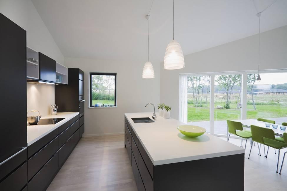 Минимализм на кухне, совмещенной с гостиной: готовые интерьеры  - 24 фото