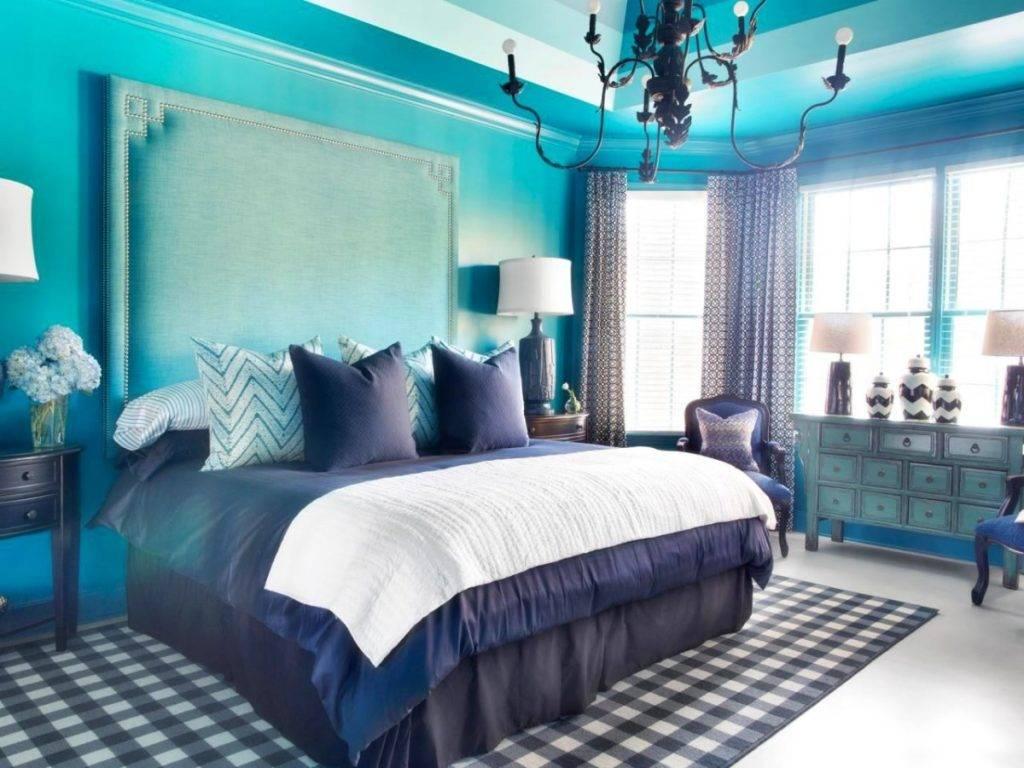 Сочетание голубого цвета с другими цветами в интерьере гостиной комнаты  - 30 фото
