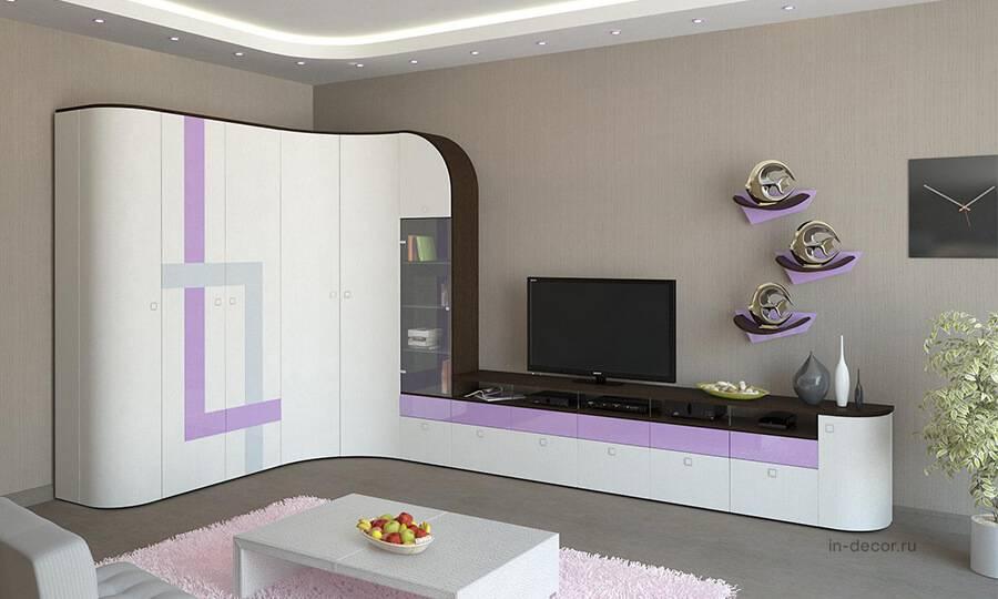 Современные стенки (46 фото): стильные варианты в маленькую комнату, модные новинки для зала и гостиной 2021, встраиваемые модели с рабочим местом в однокомнатную квартиру