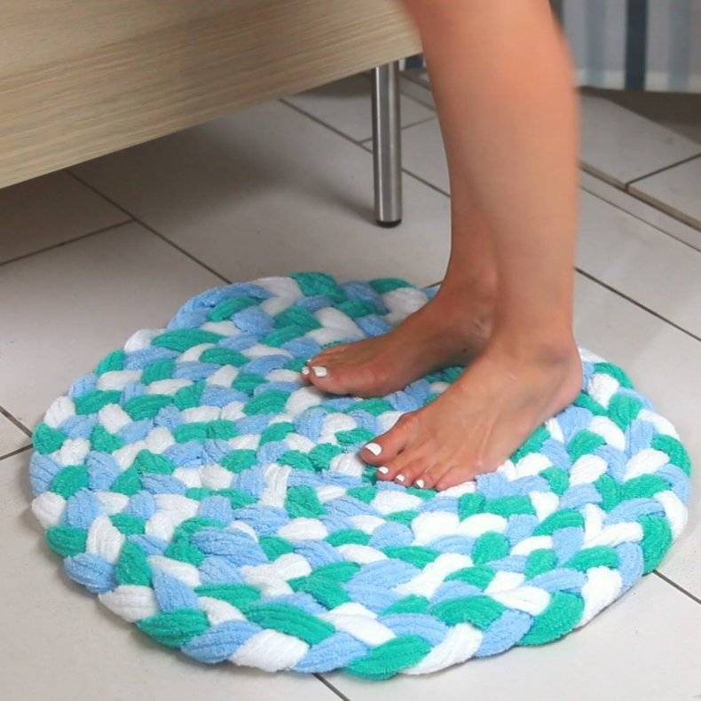 Как сделать своими руками коврик из футболок и старых вещей