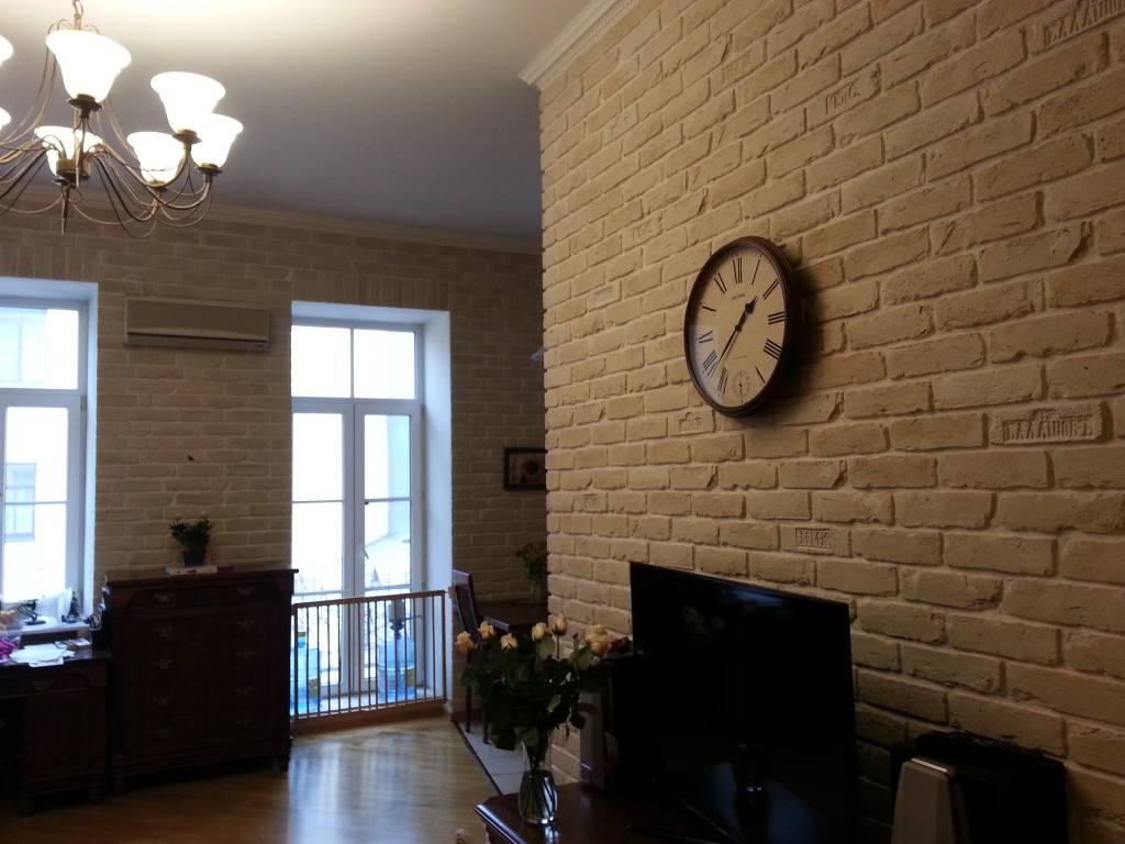 Кирпичная гостиная — 75 фото идей как красиво оформить гостиную