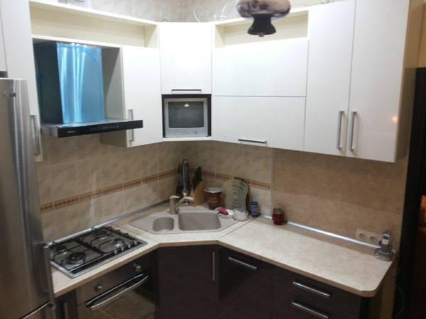Кухня в хрущевке - топ-200 фото и видео вариантов планировки. особенности прямых, угловых и п-образных кухонь. выбор мебели, оборудования, дополнительного декора