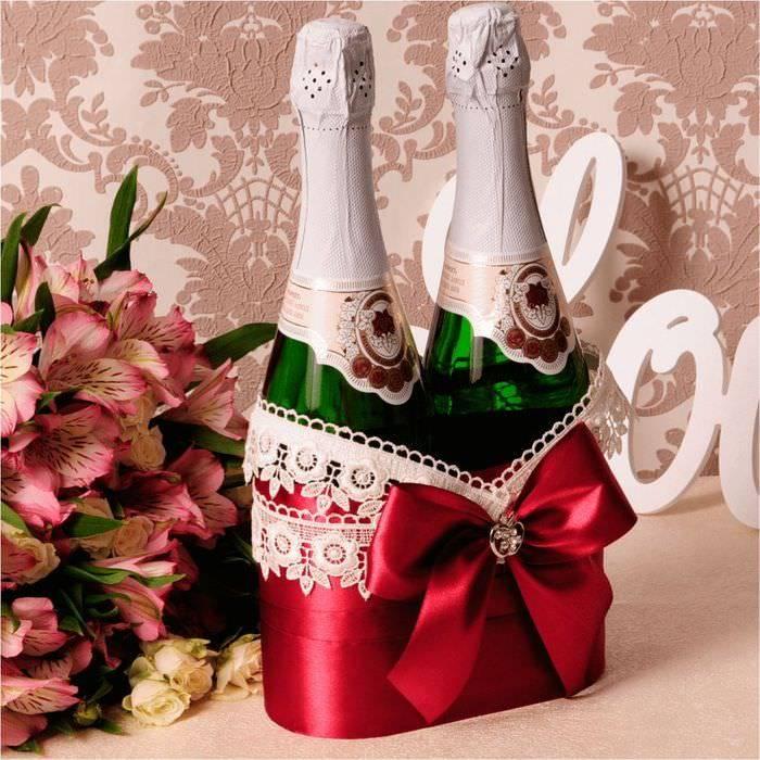 Как покрасить шампанское акриловой краской. украшение бутылки на свадьбу своими руками: пошаговая инструкция