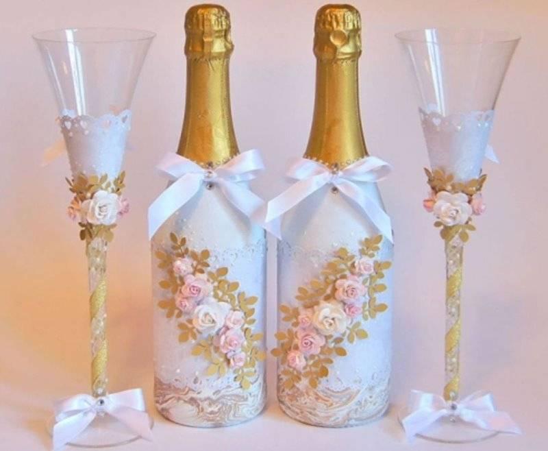 Декор предметов мастер-класс свадьба аппликация моделирование конструирование съемные одежки на свадебные бутылочки бисер бусины кружево ленты ткань