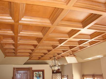 Декор потолка своими руками: как клеить и крепить, дешево оформить панелями, как скрыть неровности, а также фото отделки натяжным полотном, тканью и другими видами