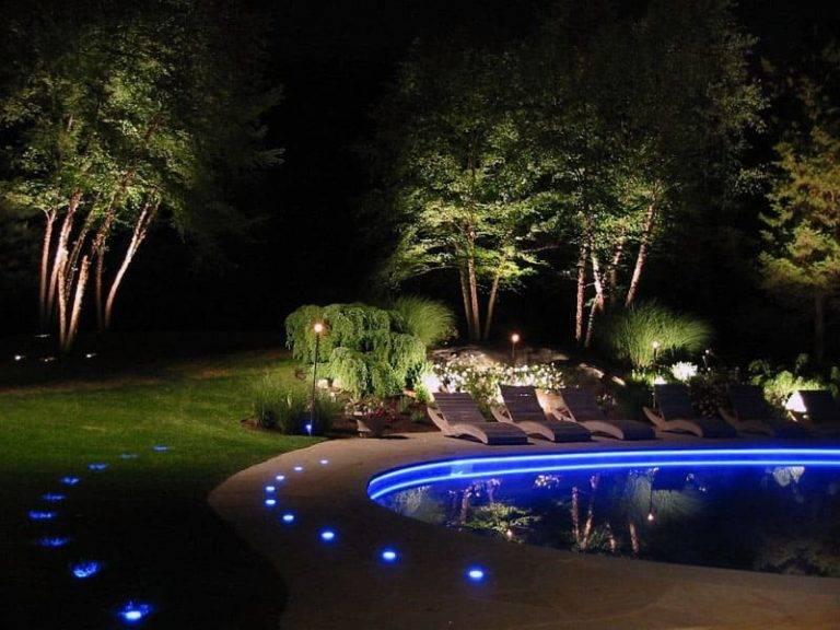 Освещение участка загородного дома и дачного сада. уличное и наружное освещение, фото