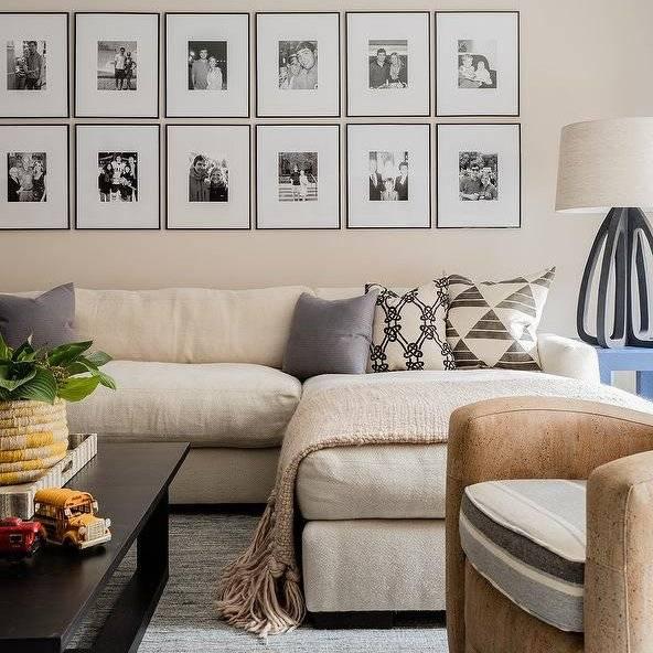 Как оформить стену в гостиной над диваном?