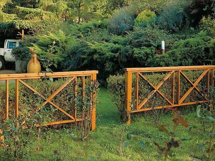 Забор (112 фото): красивые универсальные виды ограждений для частного дома и дачи