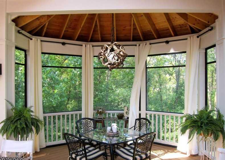 Уличные шторы (65 фото): как выбрать шторную ткань для террасы и веранды, гибкие полиэтиленовые занавески с пропиткой в летнюю конструкцию