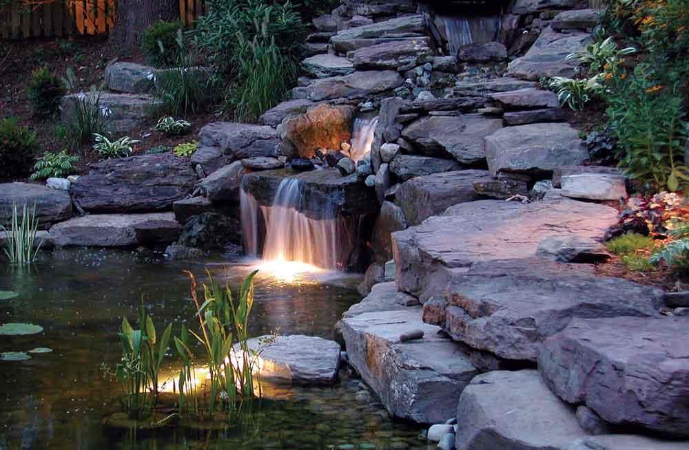 Кусочек настоящего водопада в доме и еще 5 уникальных вариантов роскошного декорирования стен