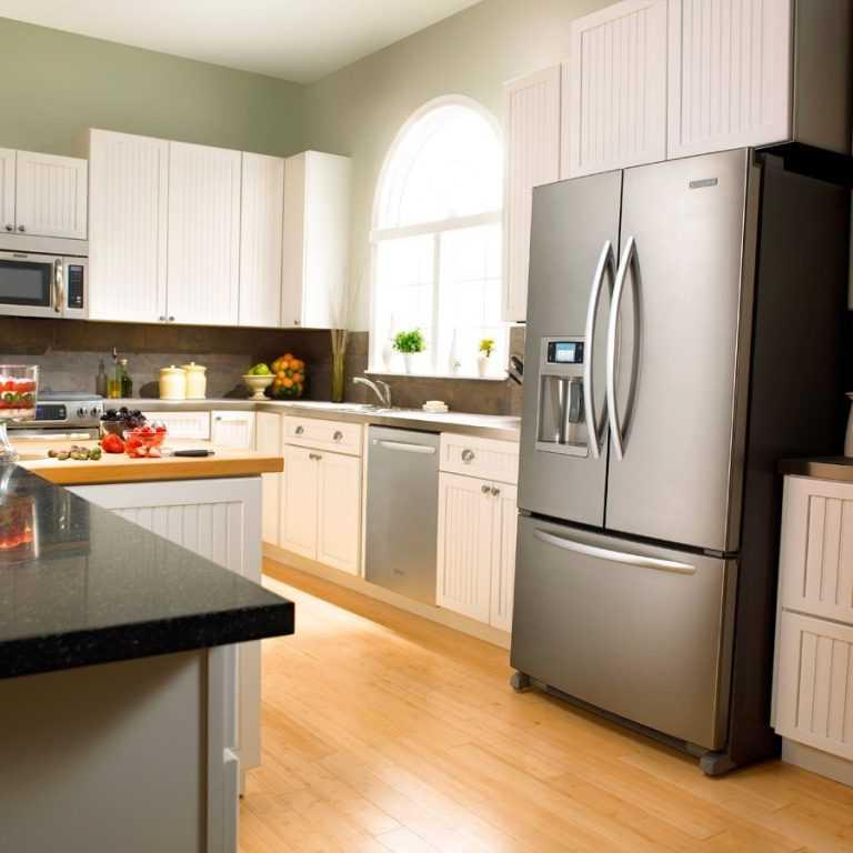 Холодильник на кухне - 70 фото необычных вариантов размещения