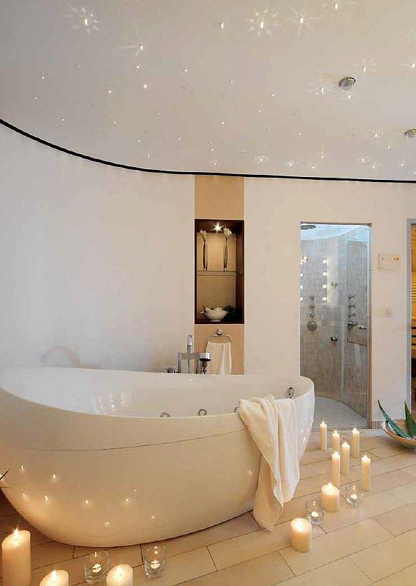 Какой натяжной потолок выбрать для ванной комнаты: выбор полотна с учетом важных критериев