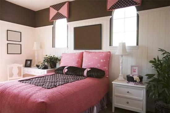 Оттенки бежевого: сочетание с другими цветами в интерьере: гостиная комната в бежевых тонах с яркими акцентами - 33 фото