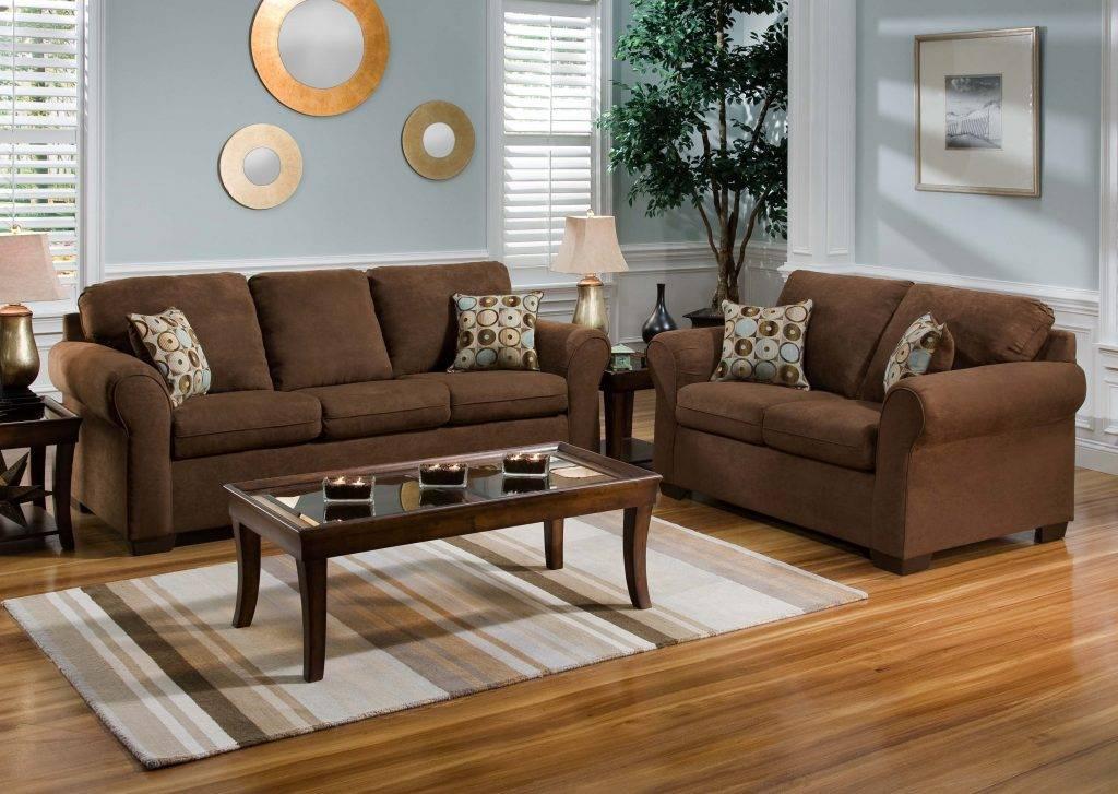 Зелёный диван: правила сочетания в интерьере