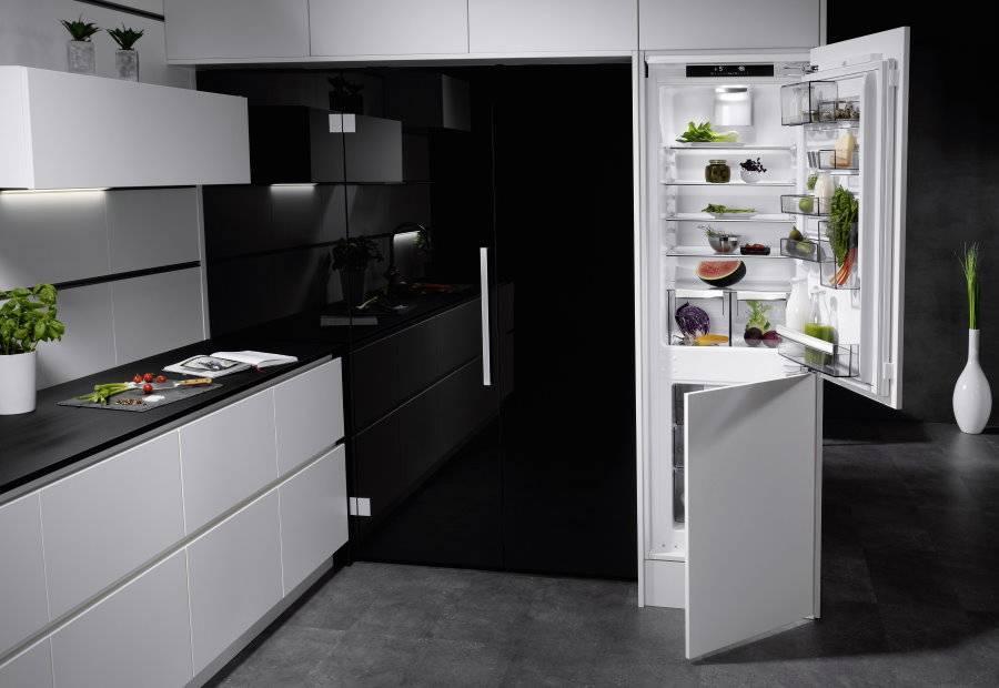 Как вписать цветной холодильник в интерьер кухни: 9 стильных вариантов
