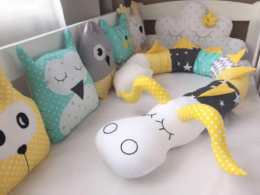 Бортики косички, зверушки, облачко, змейка в кроватку для новорожденных, как сшить своими руками, защита кроватки своими руками