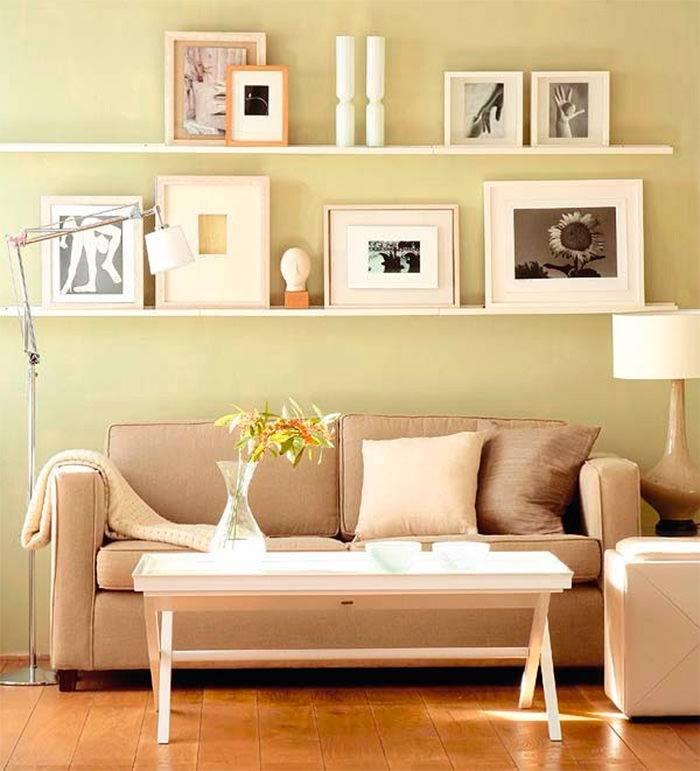 Оформление стены над диваном в дизайне гостиной комнаты