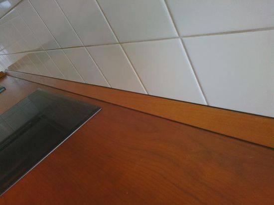 Плинтус для столешницы на кухне - видео, фото, цена, а также инструкция по монтажу своими руками