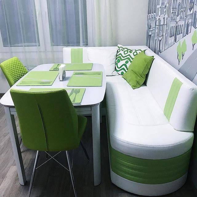 Варианты дизайна кухни с диваном и советы по оформлению