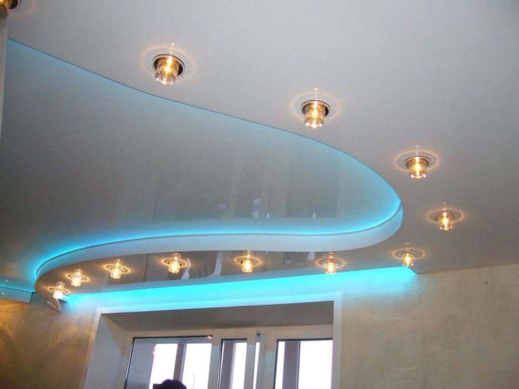 Двухуровневые потолки из гипсокартона для гостиной
