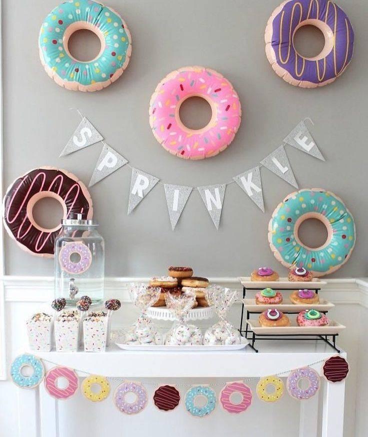 Как украсить комнату на день рождения? украшение дома для мамы и оформление квартиры для мужчин своими руками, красиво украшаем зал для подруг